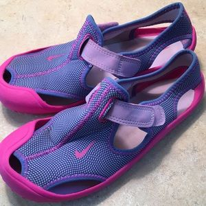 Girls Nike swim shoe